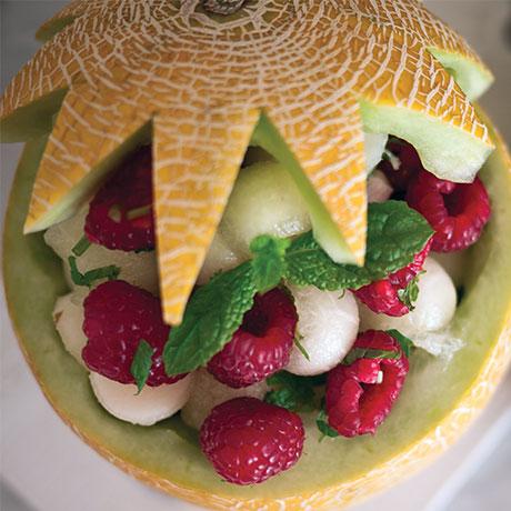 bubblig-melon-hallon-paron-och-myntasallad